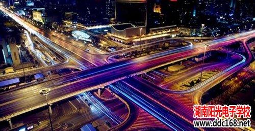 """""""智慧交通""""缓解城市拥堵"""